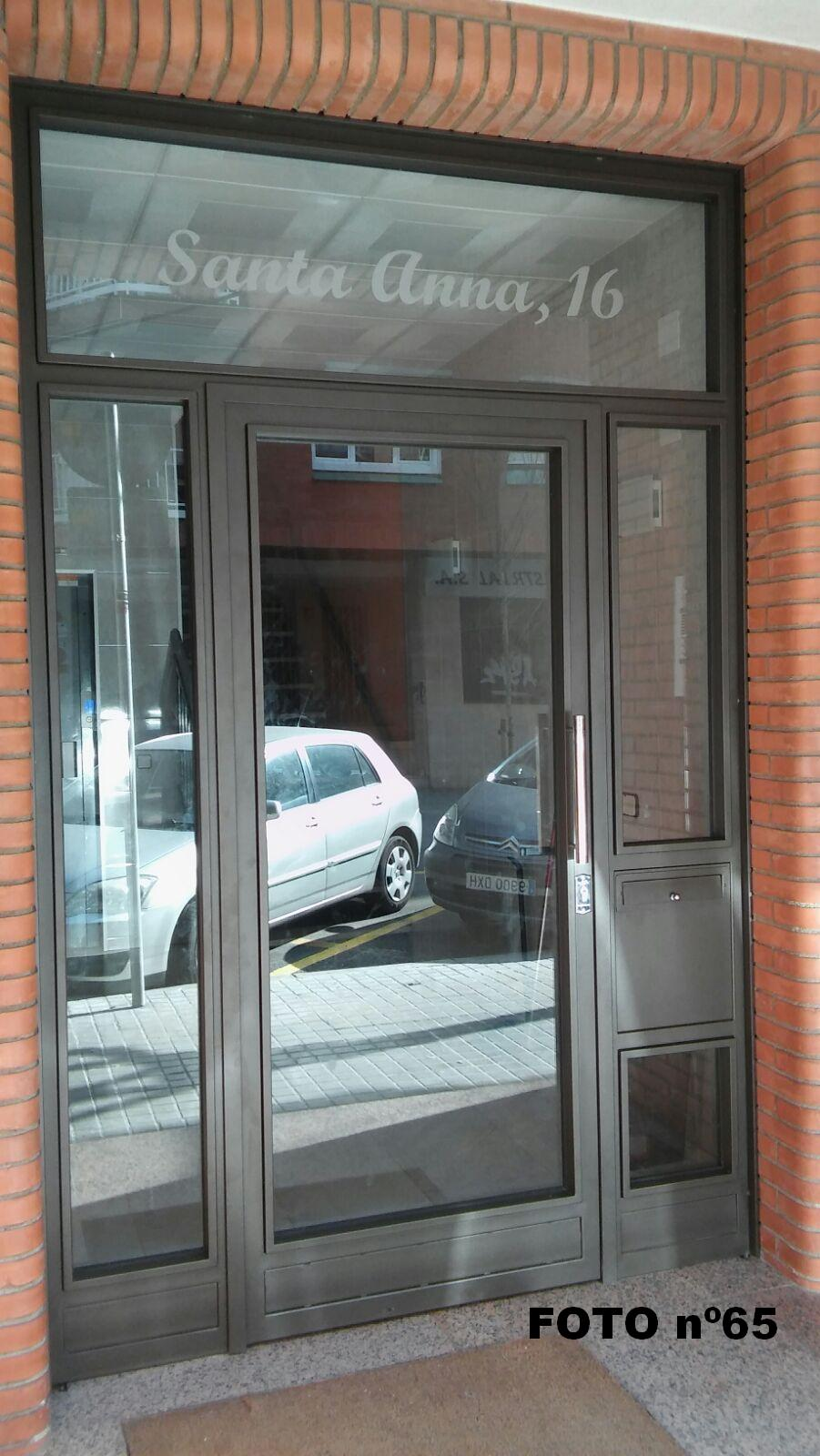 Puertas para comunidades for Puerta acristalada exterior