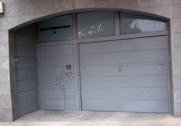 Puertas de garaje for Puerta garaje metalica