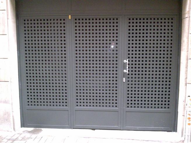 Otros modelos de puertas for Chapas para puertas de bano